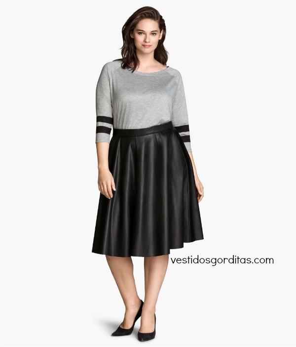 Falda de piel y blusa marinera para gorditas